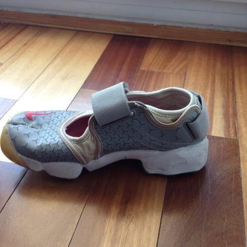 zapatillas pesuña gris y fucsia