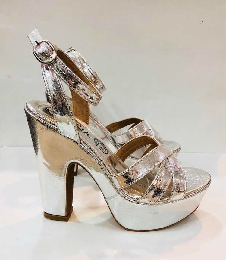 96ceb655be1 zapatillas plata fiesta moda dama tacón ancho zapatos mujer. Cargando zoom.