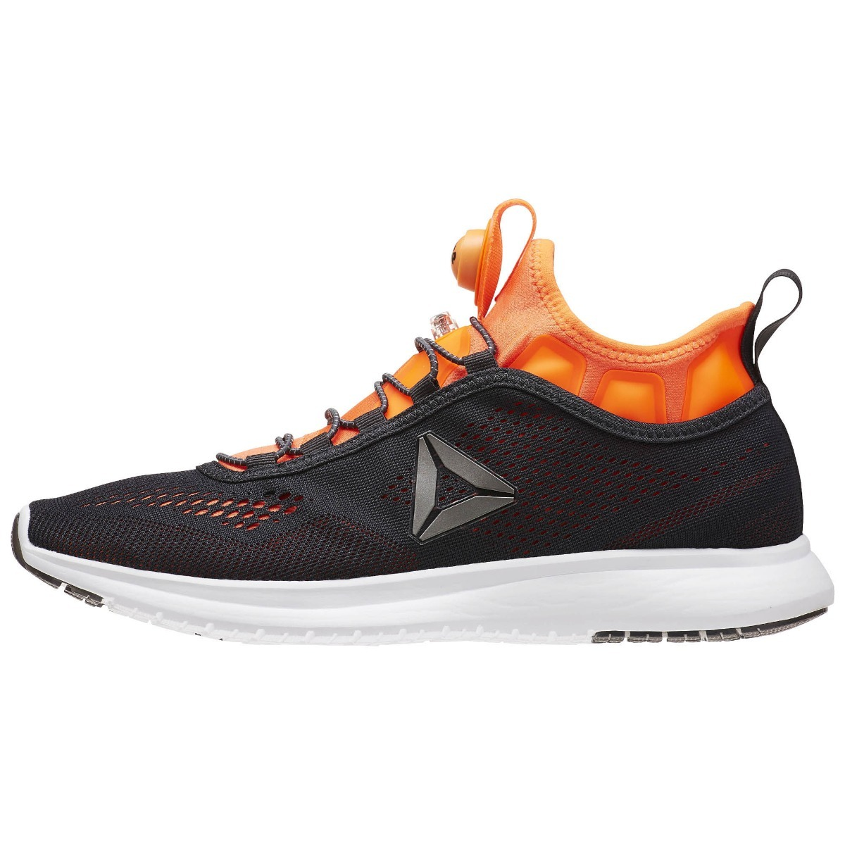 zapatillas reebok pump plus tech on sports. Cargando zoom. ff6d84e7f