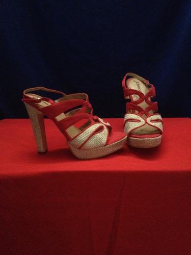 zapatillas  rojas  de mujer