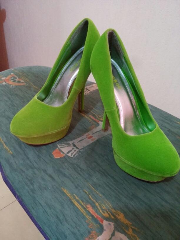 48709aa2b6554 Zapatillas Verdes Marca Bamboo De Terciopelo -   230.00 en Mercado Libre