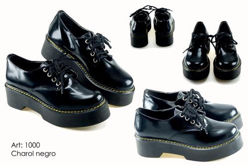 zapatito abotinado. zapato de mujer charol negro