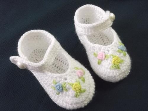 zapatitos para bebe tejidos de hilo a  mano para bebe .