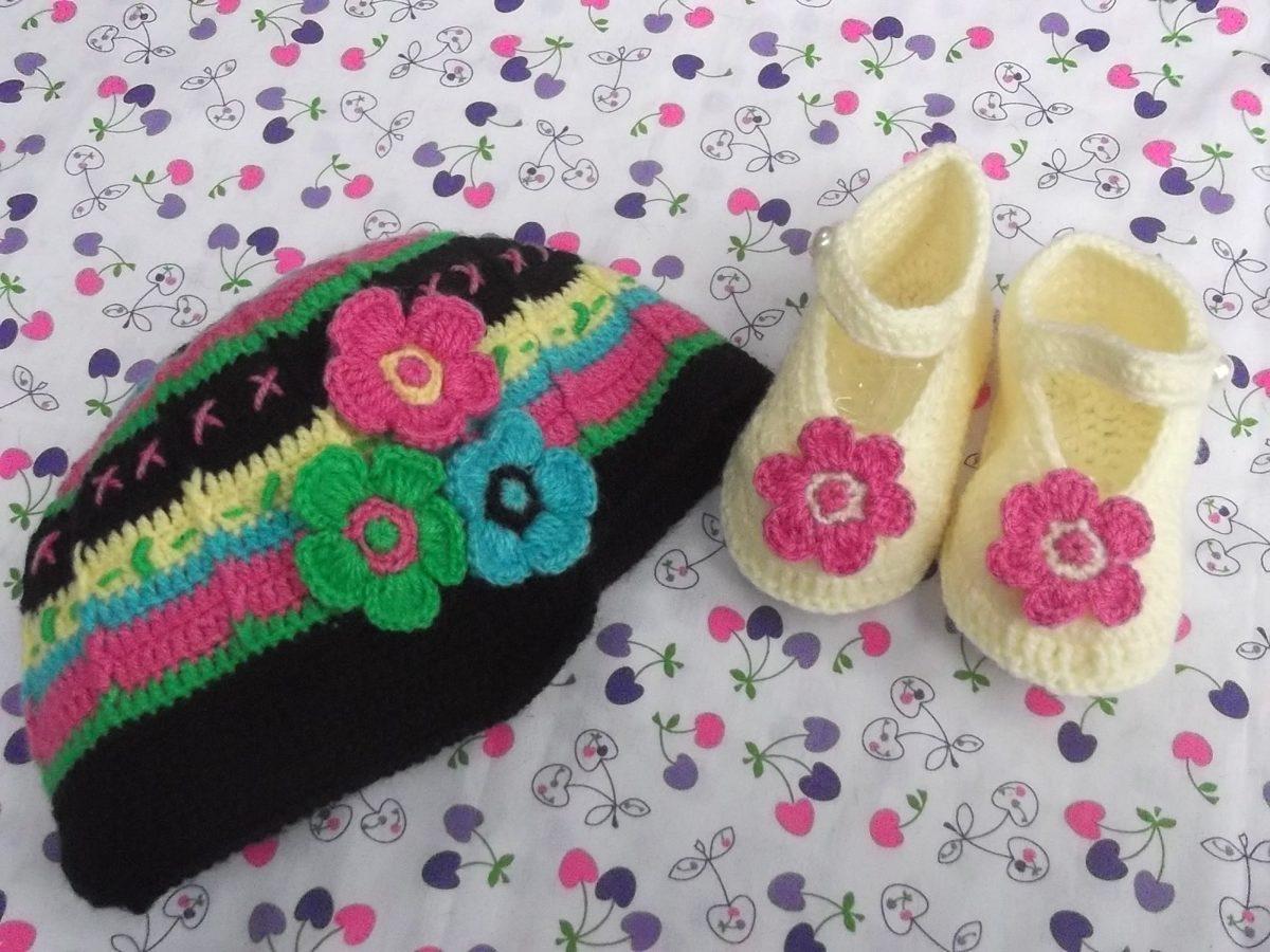 Zapatitos y gorritos en juego tejidos crochet para bebe - Cambiador de bebe de pared ...