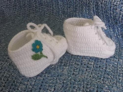 zapatitos y zapatillitas para bebe a  mano, a crochet