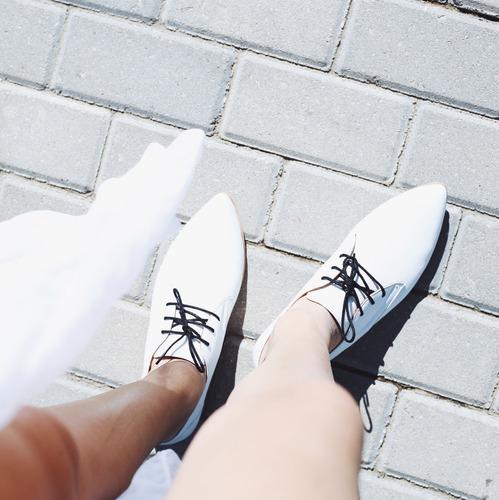 zapato acordonado cuero