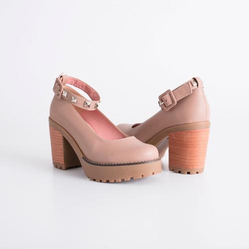 zapato de cuero. art. ella con pulsera. otro calzado