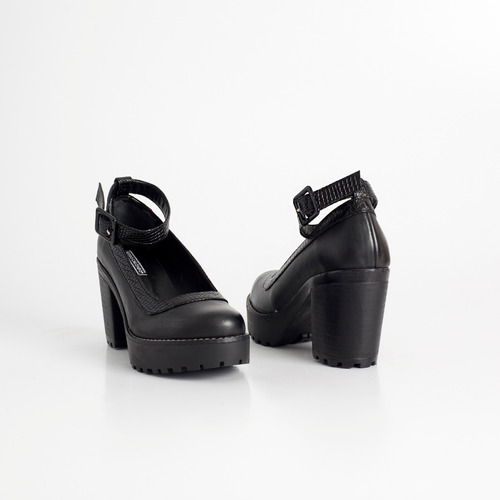 zapato de cuero. art solana negro. otro calzado