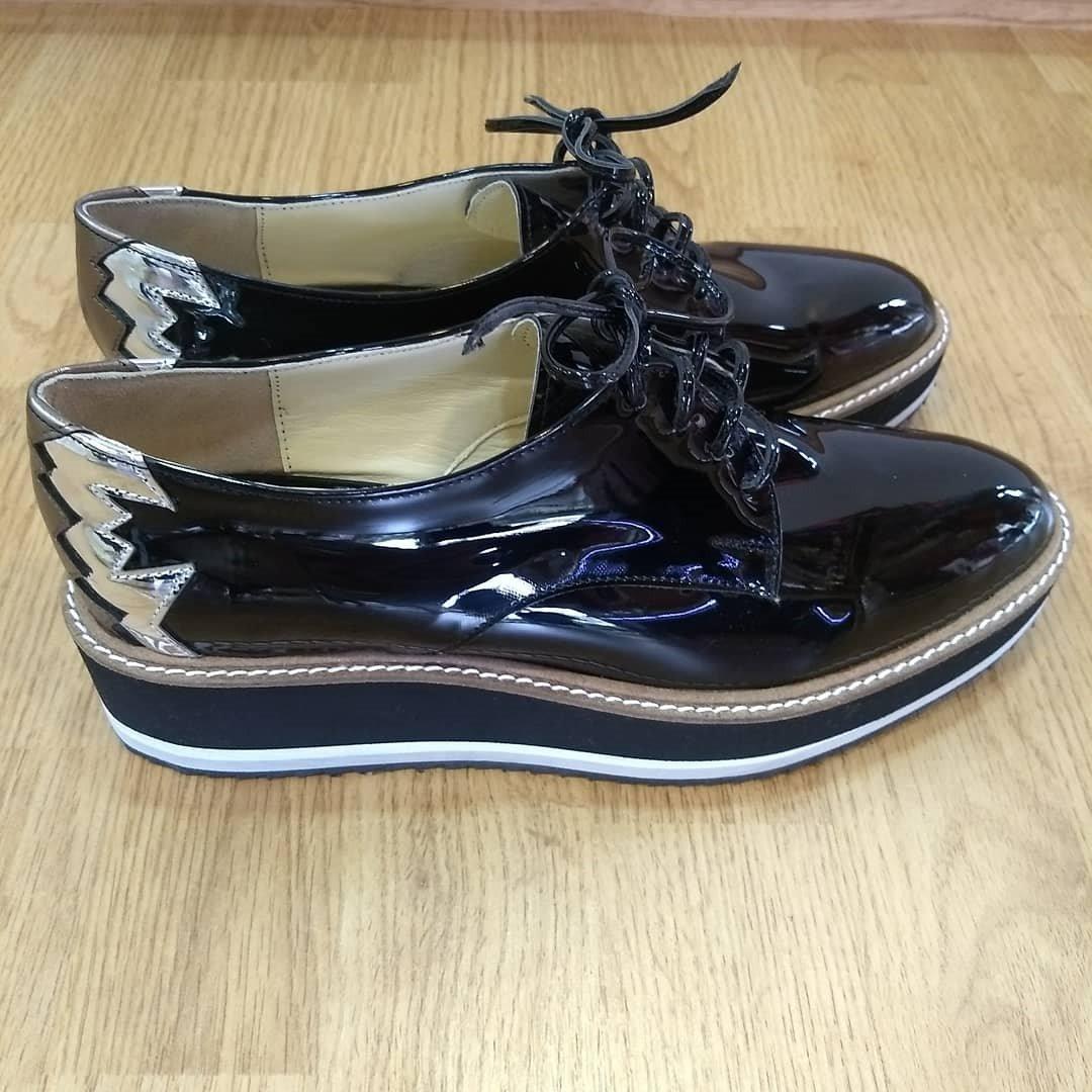829fc5a079 zapato de cuero charol con plataforma mujer otoño invierno18. Cargando zoom.