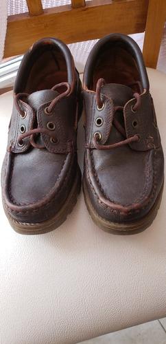 zapato de cuero kickers clásico de colegio acordonado marrón