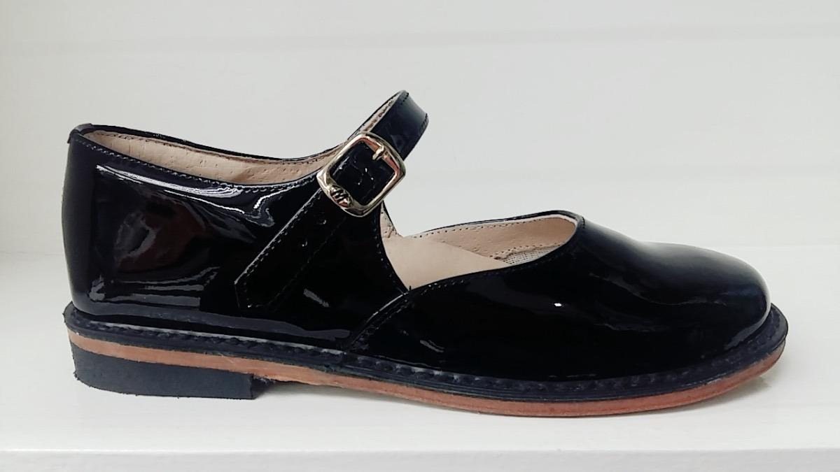 0ebf6ca2 zapato de niña escolar mickey de piel charol negro 22.5 a 27. Cargando zoom.