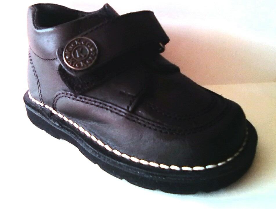 978ec5471cb zapato escolar kickers para niño talla 23. Cargando zoom.