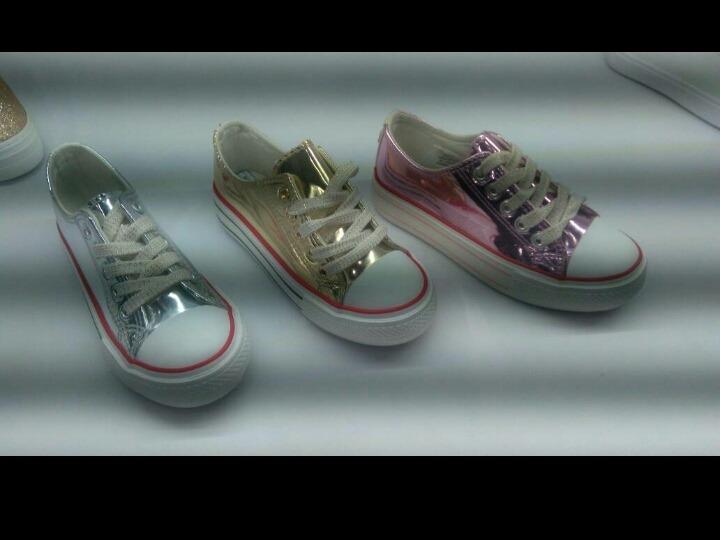 zapatos de niña tipo converse