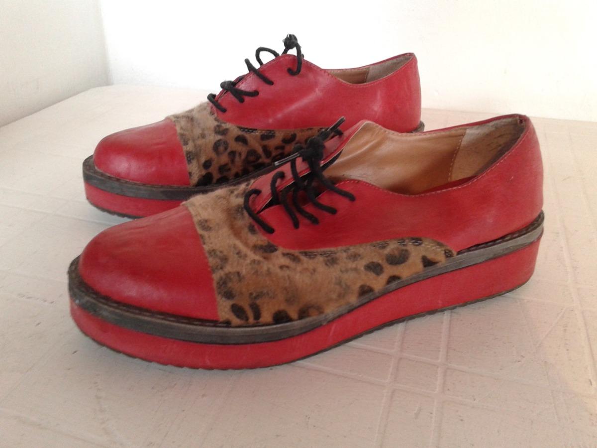 61c1ab30 zapatos abotinados con cordones rojos y animal print 38. Cargando zoom.