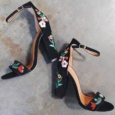 zapatos altos bordados negros de tira moda mujer