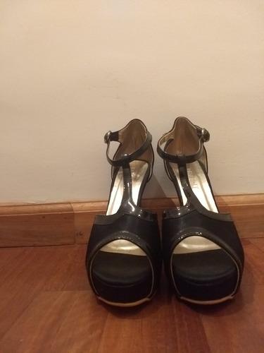 zapatos altos. talle 38. marca basement