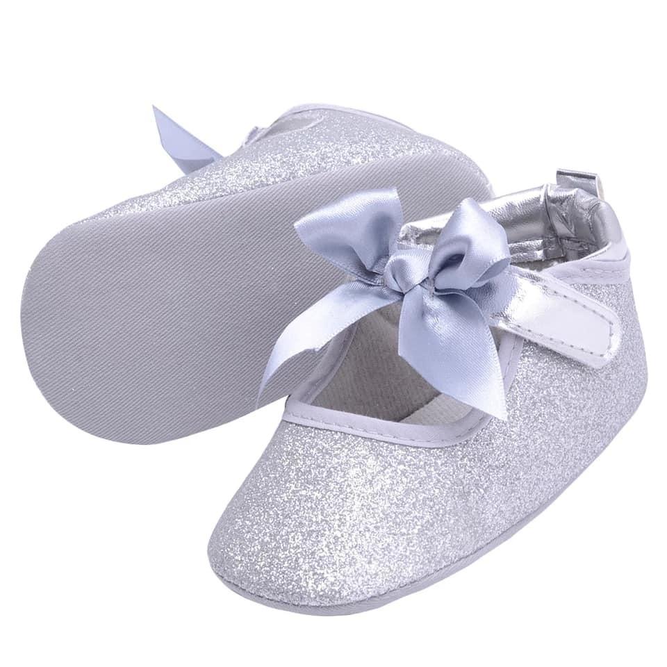 a748a413ab9 zapatos bebe modernos niña verano plata brillante elegante. Cargando zoom.