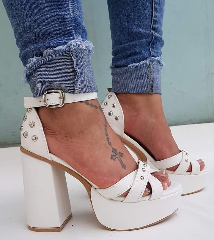 zapatos blancos cueroeco tachas taco grueso alto tobillera. Cargando zoom. e5f0ba7c7a0