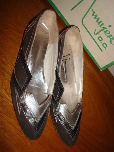 zapatos chatitas, taco bajo. color negro con plateado. n° 37