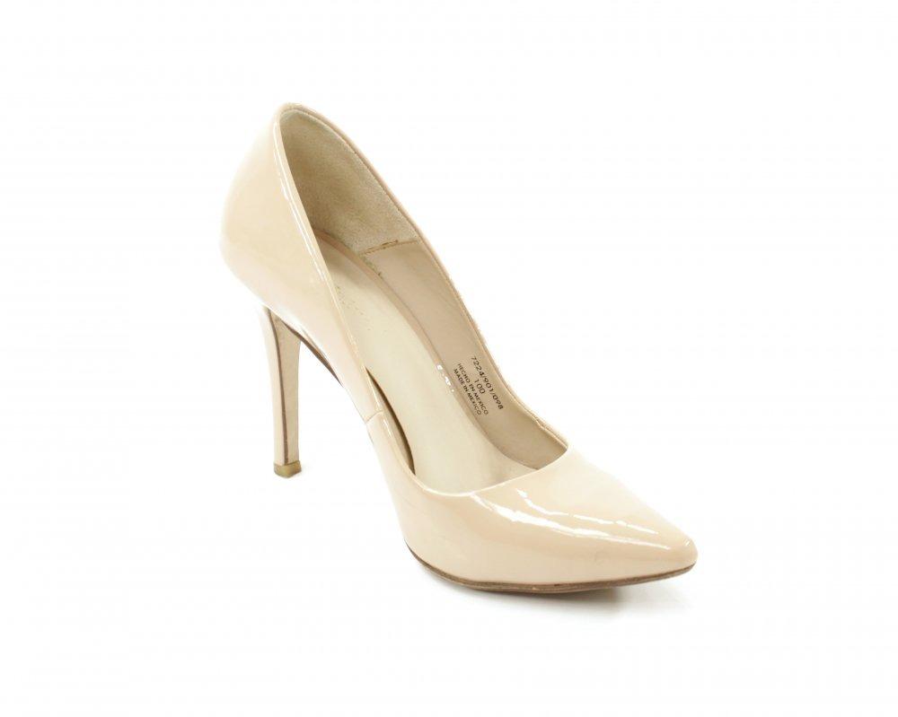 Imagen de Elisa Piñera en SHOES | Valentino zapatos, Tacones