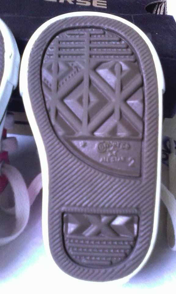 Zapatos Converse Niña (usados) Bs. 25.000,00