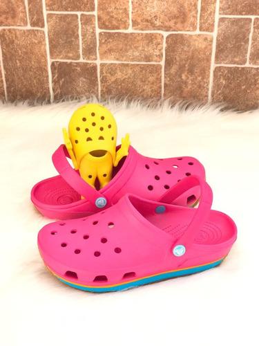 zapatos crocs retro fuccia suela celeste