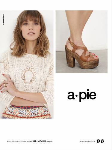 zapatos de cuero con plataforma símil madera. marca a pie.