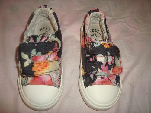 zapatos  de flores de niña