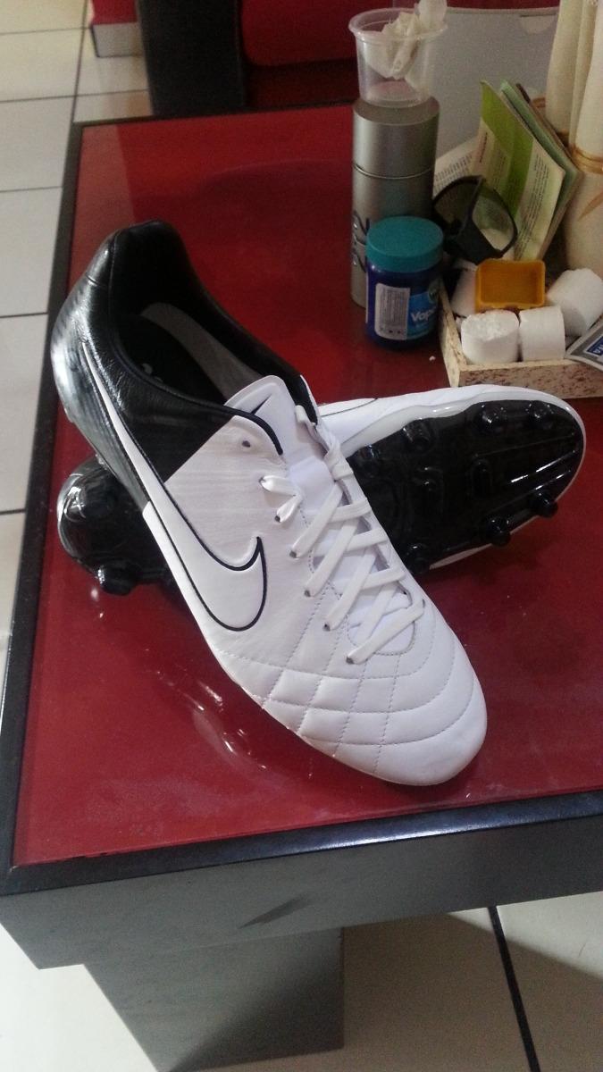 bf7bc6fcb7d91 zapatos de futbol nike tiempo. Cargando zoom.