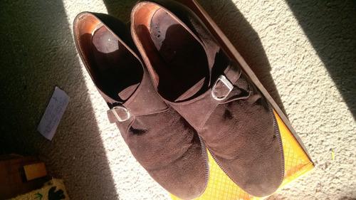 zapatos de gamuza con hebilla talle 42