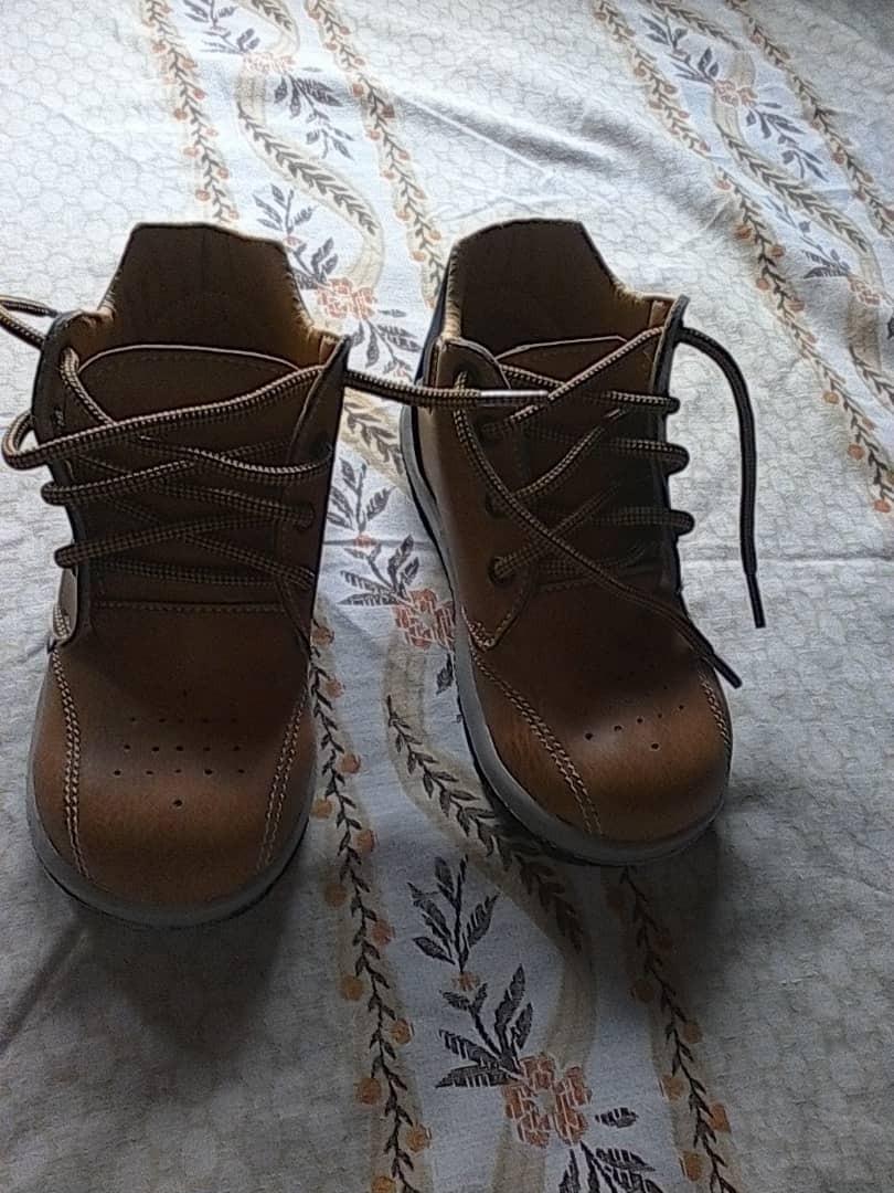 e9bd2792c04 zapatos de niños tipo botas. Cargando zoom.