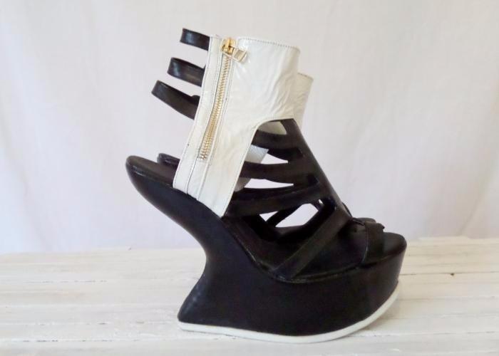 74282787 Zapatos De Plataforma Sin Tacón Con Piel Y Cierre De Oro - $ 449.00 ...
