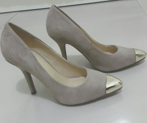 zapatos de punta metalizada