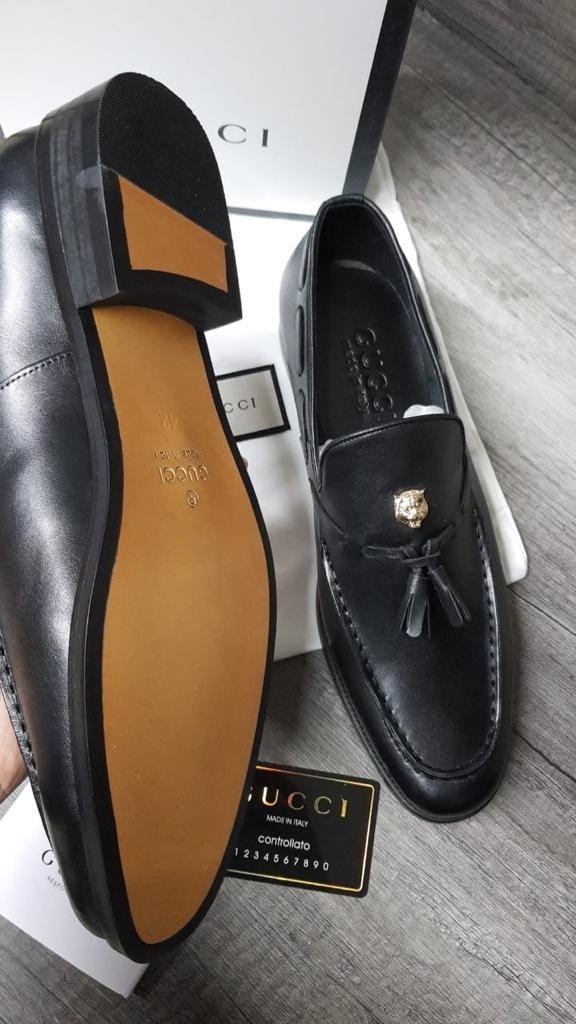 163ed3ae7ac15 zapatos de vestir gucci de piel color negro llevan caja. Cargando zoom.