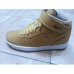 4eac1bfb4a990 Botas Nike Doradas Blancas Y - Zapatos Nike de Hombre en Mercado ...