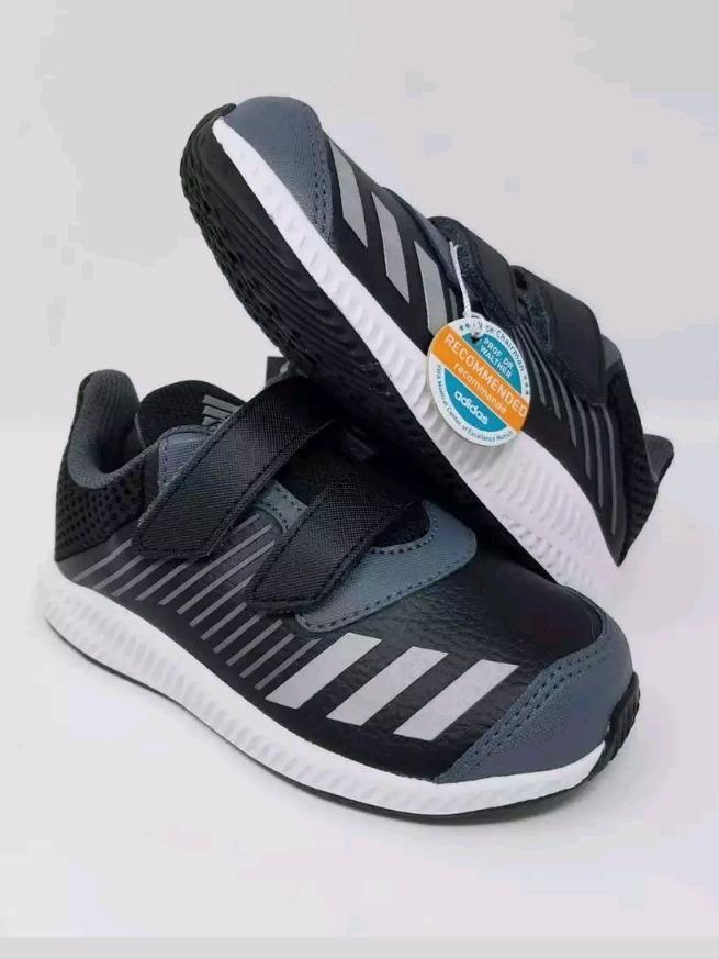 f69cf8b2c32 zapatos deportivos adidas fortarun para niños 100% original. Cargando zoom.