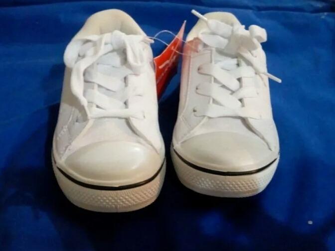 12950ad9 Zapatos Deportivos Escolares Blancos Para Niños Talla 28 - Bs. 0,26 ...