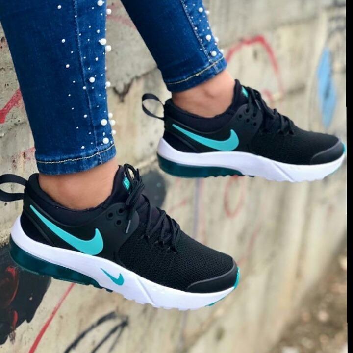 78ae1ae7a0b8e Zapatos Deportivos Nike Dama Moda Colombiana 2019 - Bs. 9.999