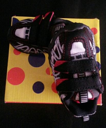 zapatos deportivos para niños marca wakids. t 18 - 19 - 20