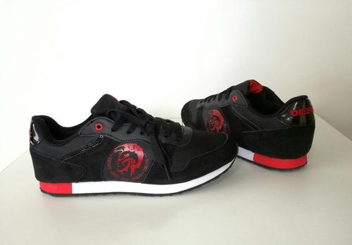 zapatos diesel color negro sello rojo