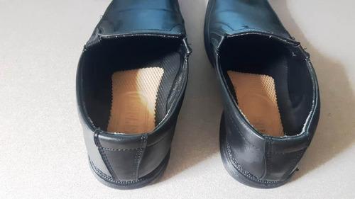zapatos elegantes en perfecto estado