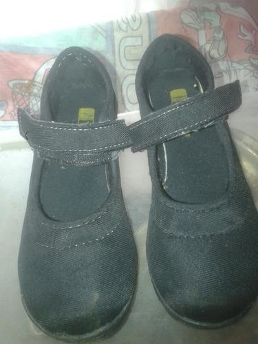 zapatos escolares casi nuevos  2 posturas talla 34