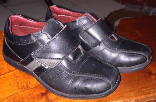 zapatos escolares negros niño