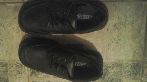 zapatos escolares talla 33. unico par. nuevo.