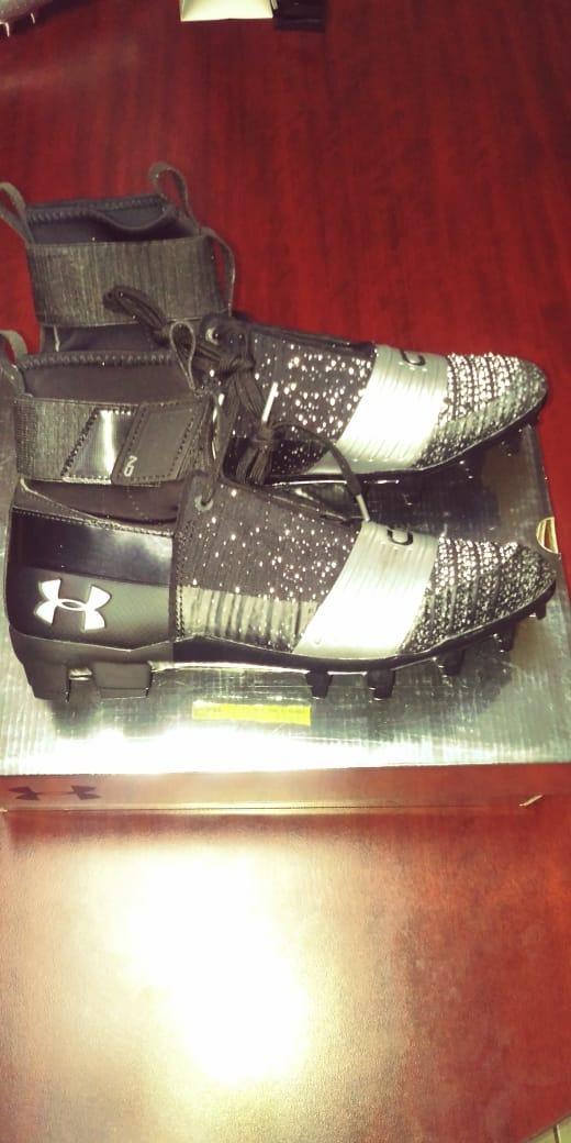 ... ua c1n mc negros para hombre · zapatos fútbol americano. Cargando zoom. d5da510bbd839