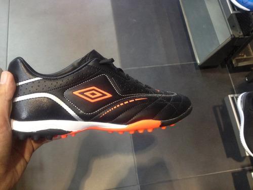 zapatos futbol sala y semitacos  umbro 2019 tallas 29 a 43