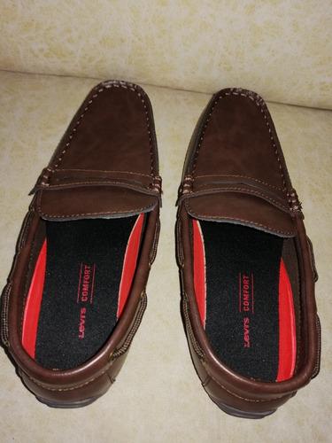 zapatos hombre levis cafés