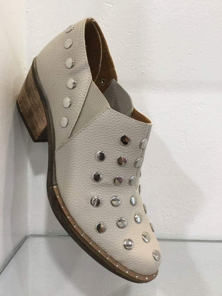 0eca13f03 zapatos mujer temporada otoño-invierno 2018 charritos tachas. Cargando zoom.