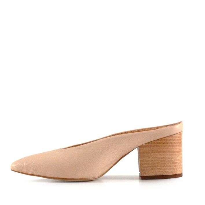 a20436857fb zapatos mules de cuero nude destalonados batistella · zapatos mules  batistella