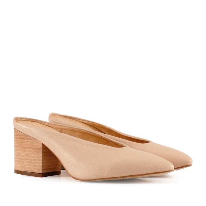 1a30c24f702 Zapatos Mules De Cuero Nude Destalonados Batistella -   2.520